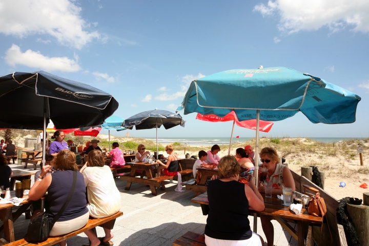 South Beach Grill: casual oceanfront restaurant featuring fresh local seafood